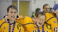 Hokejistky Nižného Novgorodu oslavují triumf