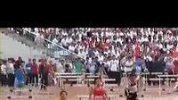 Asijský atlet dráhu od překážek dokonale vyčistil.