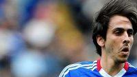 Záložník Yossi Benajoun bude Chelsea chybět.