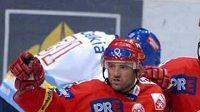 Opory hokejistů Slavie (zleva) David Hruška, Josef Beránek, a Petr Kadlec.