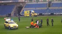 Lékaři se snaží zachránit obránce Lokerenu Gregoryho Mertense, který zkolaboval při zápase rezerv na hřišti v Genku.