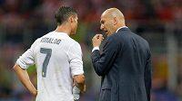 """""""Už jsi slyšel, co ti vzkazoval ten herec z Hry o trůny?"""" jako by se ptal Zidane Ronalda."""