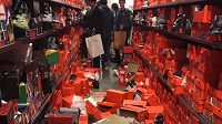 Někdy s sebou mohou velké nákupy přinášet i velký nepořádek.