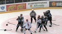 Hromadné bitky mezi hokejisty Lahti a IFK Helsinky