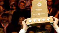 Ali Carter s trofejí pro vítěze Welsh Open