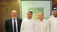 Po podpisu smlouvy zavládla spokojenost patrná jak z tváří představitelů klubu Al Ahlí, tak i expředsedy českého fotbalu a teď už zase trenéra Ivana Haška.