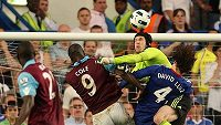 Během sezóny 2010/11 Petr Čech vychytal 15 ligových zápasů s nulou. Výhra 3:0 nad West Ham United byla zajímavá tím, že svůj první gól za Chelsea vstřelil Fernando Torres.