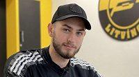 Hokejový útočník Pawel Zygmunt bude i nadále hrát za extraligový Litvínov.
