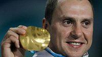 Bývalý běloruský akrobatický skokan na lyžích Alexej Grišin prodal své olympijské medaile.