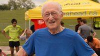 Lou Billinkoff, i v 93 letech se dají běhat sprinterské tratě.