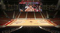 Obří kostka s hranou v délce 18 metrů bude zářit nad hlavami basketbalistů Houstonu Rockets.