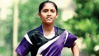 Sayali Mhaishuneová je nadšená sportovkyně, i když je bosá.