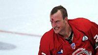 Hokejový bitkař ve službách Čechova Kip Brennan.