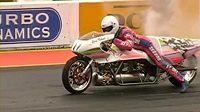 Eric Teboul se svým motocyklem na raketový pohon připraven k překonání světového rekordu.