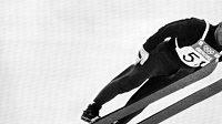 Ladný styl Jiřího Rašky přinesl na olympiádě v Grenoblu dvě medaile: zlatou na středním a stříbrnou na velkém můstku.