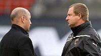"""Trenér Plzně Pavel Vrba (vpravo) má jasno. """"Norové by nás neměli ničím překvapit,"""" opakoval v Trondheimu i šéfovi klubu Adolfu Šádkovi."""