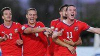 Patrik Lácha (s číslem 11) slaví svůj vítězný gól proti Irsku.