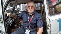 Jednadevadesátiletý Sobieslaw Zasada se chystá na nadcházející Safari rallye.