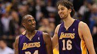 Bývalí spoluhráči z LA Lakers Kobe Bryant a Pau Gasol.