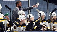 Střídačka hokejistů Bostonu Bruins.