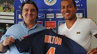Brazilský kapitán fotbalistů Montpellier Vitorino Hilton při podpisu smlouvy.
