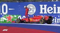Sebastian Vettel byl po odstavení vozu terčem kritiky.