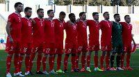 Maltští fotbalisté Emanuel Briffa (čtvrtý zprava) a Kyle Cesare (čtvrtý zleva) dostali nejtvrdší tresty.