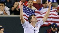Americký fotbalista Kenny Cooper oslavuje svou proměněnou penaltu ve čtvrtfinále Zlatého poháru proti Panamě.