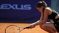 Rozmrzelá česká tenistka Iveta Benešová při semifinále turnaje ECM Prague Open