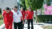 I dobrou náladu musí umět doktor Petr Krejčí mezi fotbalisty vnést, i když se zrovna nedaří. Jako třeba loni na turnaji v Emirátech.