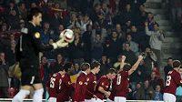 Radost fotbalistů Sparty z gólu v síti Kluže