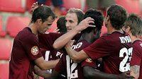 Radost fotbalistů Sparty z gólu v utkání proti Kladnu