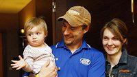 Střelkyně Kateřina Emmons s manželem Mattem a dcerou Julií.