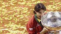 Rafael Nadal se salátovou mísou pro vítěze Davis Cupu