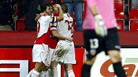 Radost slávistických fotbalistů po brance do sítě Valencie.