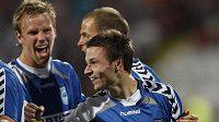 Jiří Liška (vpředu) oslavuje se spoluhráči z Liberce gól proti Dinamu Bukurešť