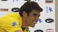 Brazilský fotbalista Kaká si plácnul s vedením Realu Madrid, kam přestupuje z AC Milán.