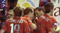 Hráči Osasuny oslavují branku do sítě Sevilly.