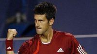 Srbský tenista Novak Djokovič se raduje po úspěšném úderu v semifinále turnaje v Cincinnati proti Rafaelu Nadalovi.