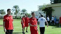 Čeští fotbalisté na procházce po Al Ajnu