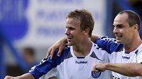 Fotbalisté Liberce Jan Nezmar (vpravo) a Radek Dejmek