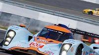 Prototyp Aston Martin posádky Charouz, Enge, Mücke při závodu 1000 km Nürburgringu.
