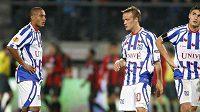 Fotbalisté Heerenveenu Paolo Henrique, Mika Vayrynen a Michal Papadopulos (zleva) smutní. (ilustrační foto)