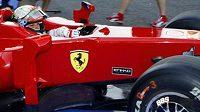Italský jezdec Giancarlo Fisichella ze stáje Ferrari