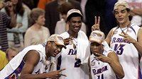 Hráči Floridy oslavují obhajobu trofeje NCAA.