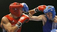 Na boxerském MS v Chicagu nastoupili proti sobě ve váze do 69 kg Andrey Balanov (vlevo) a Olexandr Stretskyy z Ruska.