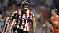 Fotbalista Atletiku Bilbao Fernando Llorente oslavuje gól