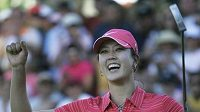 Americká golfistka Michelle Wieová oslavuje premiérové vítězství na LPGA.