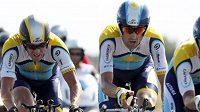 Čtvrtou etapu Tour de France vyhrála stáj Astana včele s jezdcem Lancem Armstrongem (vlevo).