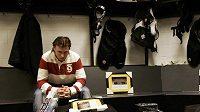 Petr Tenkrát v šatně Bostonu po skončení sezóny. Medvědi se neprobojovali do Stanley Cupu, který nezískali od roku 1972.